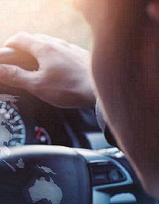 Argentinos al volante: distracciones y uso del celular